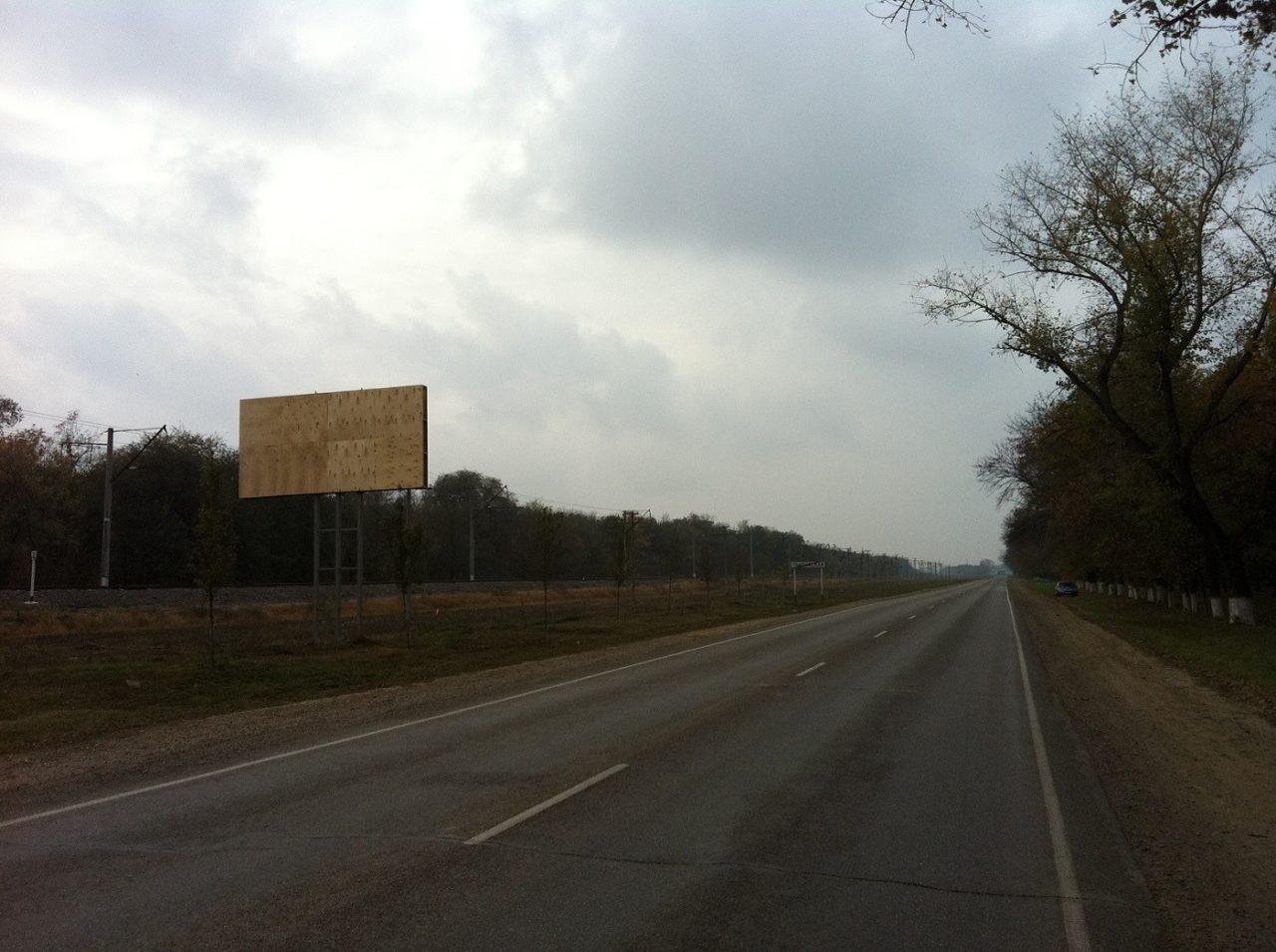 Рекламные щиты в Тбилисской км 2+300, р-н Сахарный завод
