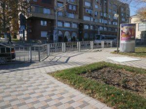 17 Б Советов, напротив д № 23, рядом с туалетом