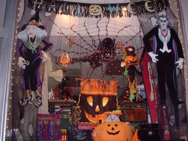 Хээлоуин и оформление витрин