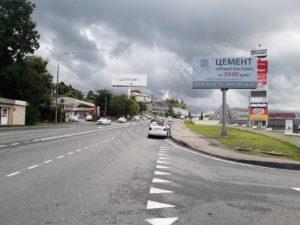 рекламный щит возле ТЦ в Сочи
